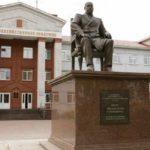 Города России: что посмотреть в Ульяновске? Бюст Гончарова и Столыпина